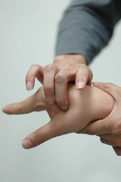 Acupressure Point LI-4 Acupuncture Points تکنیک طب سوزنی فشاری